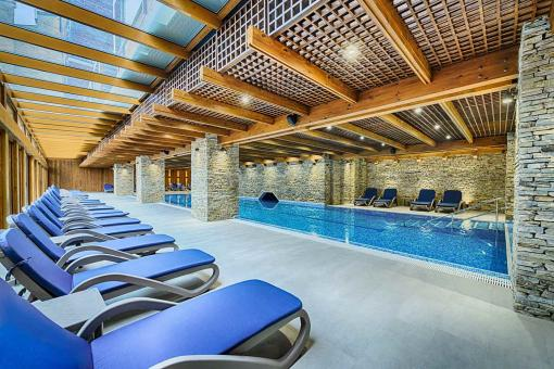 Indoor mineral pool for kids and grow-ups